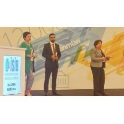 İSİB Sektör Buluşması Antalya / 6-9 Nisan 2017, Teamİstanbul takımı öğrenci liderlerinden Neslihan Özman Say ve Alişan Gönül, Prof. Dr. Nilüfer Eğrican ile sunum yapıyor