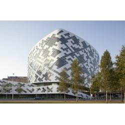 Hilton Amsterdam Airport Schiphol Hotel, (BIM) Yapı Bilgi Modellemesine uygun, sanal model olarak tasarlanmış ilk büyük projelerden bir tanesidir.