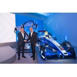 Alejandro Agag, kurucu ve Formula E CEOsu, ile Ulrich Spiesshofer, ABB CEOsu