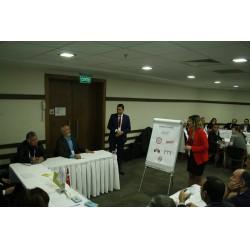 Çalıştay katılımcıları çalıştayın sorularını yanıtlıyor.