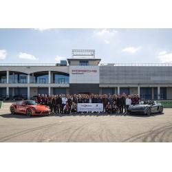 Viessmann İzmir bölge bayileri Porsche Drive etkinliğinde