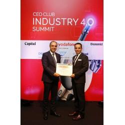 Schneider Electric Türkiye ve Orta Asya Bölge Başkanı Bora Tuncer ödülünü alıyor