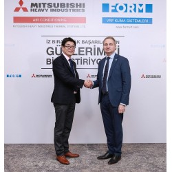 Soldan sağa: Mitsubishi Heavy Industries Air-Conditioning Europe Genel Müdürü Ryoichi Kariya  ve Form Şirketler Grubu Yürütme Kurulu Başkanı Tunç Korun
