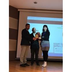 Prof. Dr. Emrah Deniz'den Doğu Çamur'a plaket takdimi
