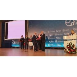 MİMSAN Yönetim Kurulu Başkanı Enver İLHAN ödülünü alıyor
