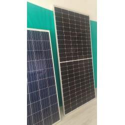 Viessmann yarım kesim solar panel (sağda) ve yanında standart solar panel (solda)